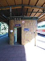 Berlin - Karlshorst - S- und Regionalbahnhof (9495566311).jpg