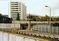 Berliner Mauer mit Panzersperren (Liesenstraße-Gartenstraße 1980).jpg