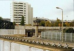 Berliner Mauer mit Panzersperren (Liesenstraße-Gartenstraße 1980)