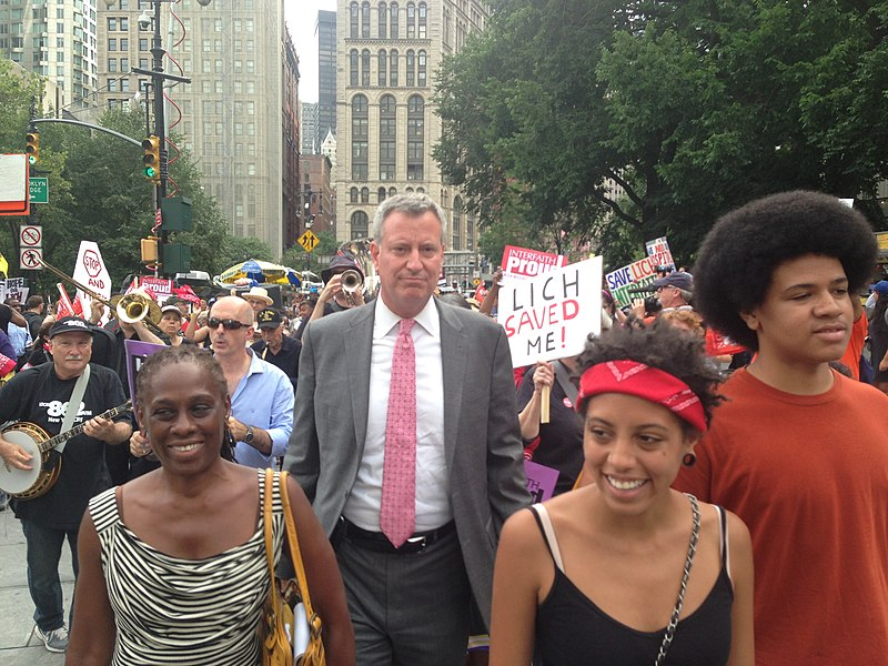 File:Bill de Blasio and family.jpg