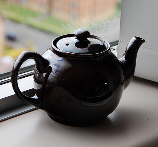 Black tea pot cropped