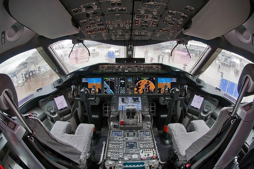 Boeing 787-8 N787BA cockpit