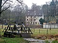 """Brücke über die Würm mit Blick auf die Gartenwirtschaft """"Zur Säge"""" - panoramio.jpg"""