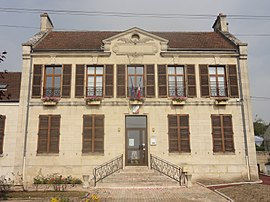The town hall in Brenouille