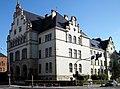 Brzeg-budynek wymiaru sprawiedlowości,front od ul. Chrobrego.JPG