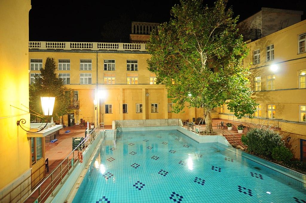 Budapest, Lukács fürdő, 26 ℃ fokos medence, 27