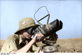 Bundesarchiv Bild 101I-316-1188-05, Italien, Soldat mit Doppelrohr-Fernglas Recolored.png