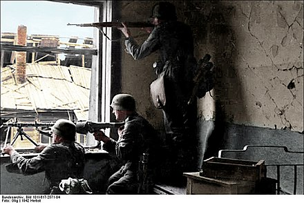German soldiers positioning themselves for urban warfare Bundesarchiv Bild 101I-617-2571-04, Stalingrad, Soldaten beim Hauserkampf Recolored.jpg