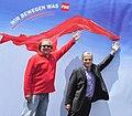 Bundeskanzler Werner Faymann besucht das Donauinselfest (5869107249).jpg