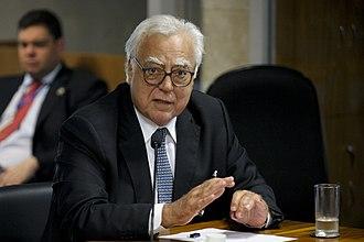 Miro Teixeira - Image: CMCLF Comissão de Consolidação da Legislação Federal e Regulamentação de Dispositivos da Constituição Federal (25357002951)