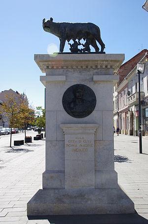 Capitoline Wolf Statue, Cluj-Napoca - Statue of Lupa capitolina in the mid-1990s, Cluj-Napoca