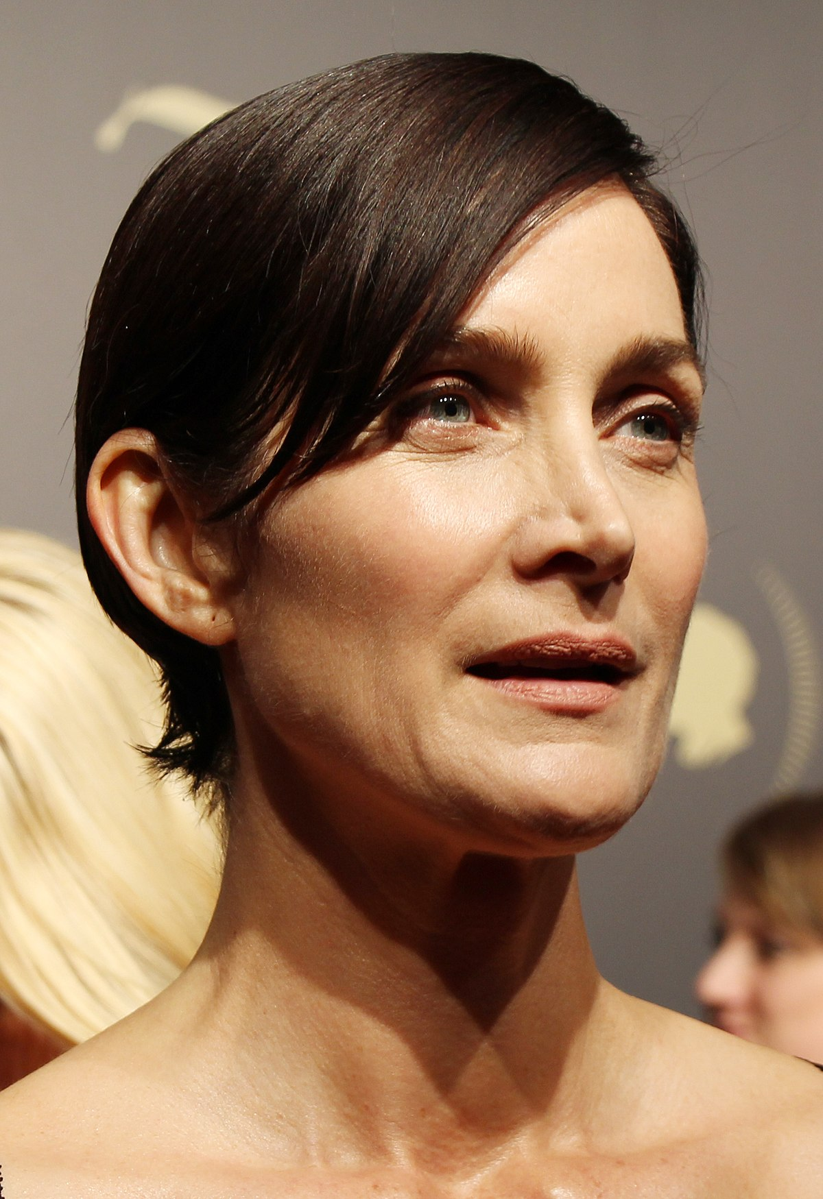 Carrie-Anne Moss Nude Photos 13