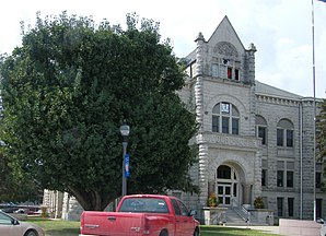 Das Carroll County Courthouse in Carrollton, gelistet im NRHP Nr. 95000858[1]