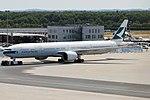 Cathay Pacific, B-KPS, Boeing 777-367 ER (43476204555).jpg