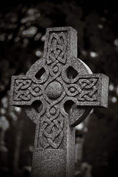 File:Celtic cross in Beechwood Cemetery.jpg