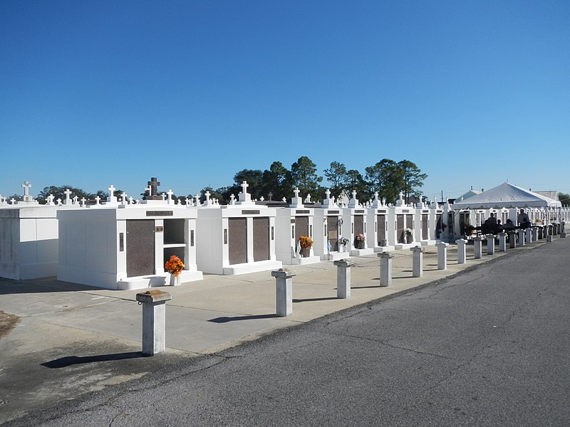 File:Cemetery in Raceland Louisiana 02.jpg