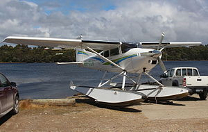 Cessna 185 Skywagon - Cessna 185 on straight floats