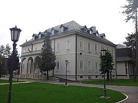 Здание библиотеки в бывшем итальянском посольстве