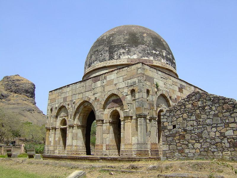 File:Champaner - Sakar khan Dargah 1.jpg