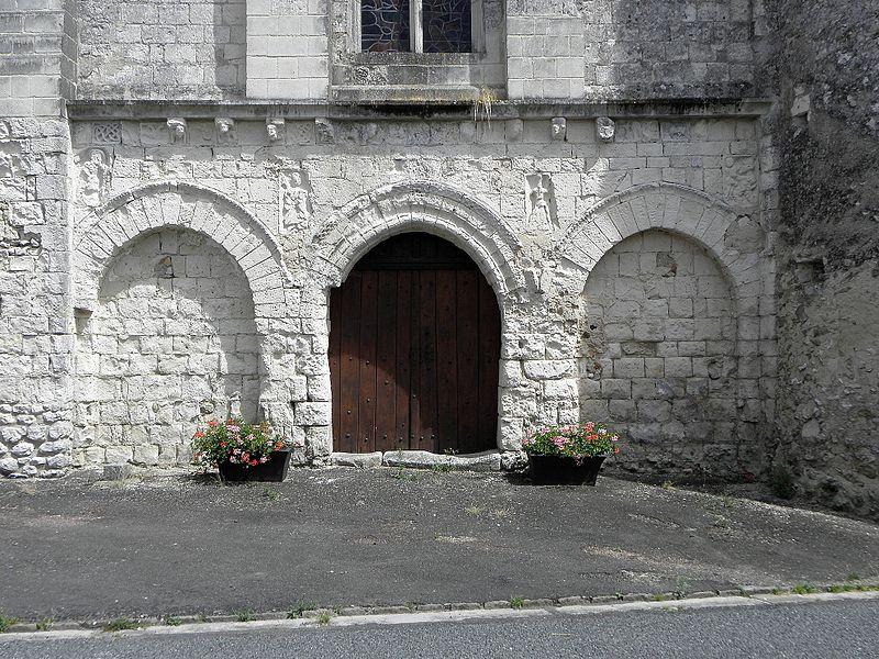 Église Saint-Pierre et Saint-Paul de Chigné(49). Façade occidentale. Rez-de-chaussée.