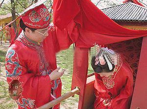 English: Bride and groom at a traditional Chin...