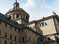 Cimborrio y Frontispicio exterior de la Capilla Mayor del Monasterio de El Escorial 01.jpg