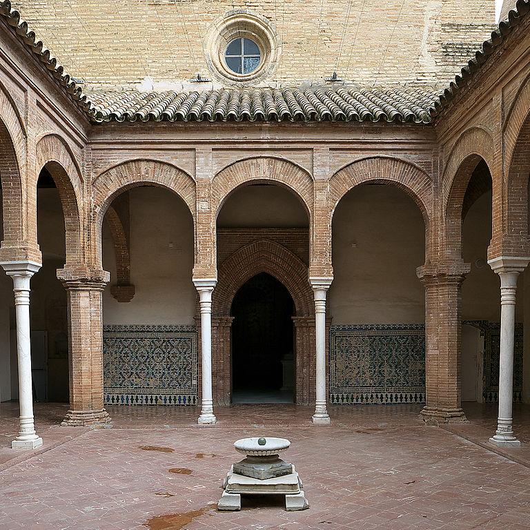 Cloitre de l'ancien monastère du musée d'art contemporain de Séville - Photo de José Luis Filpo Cabana