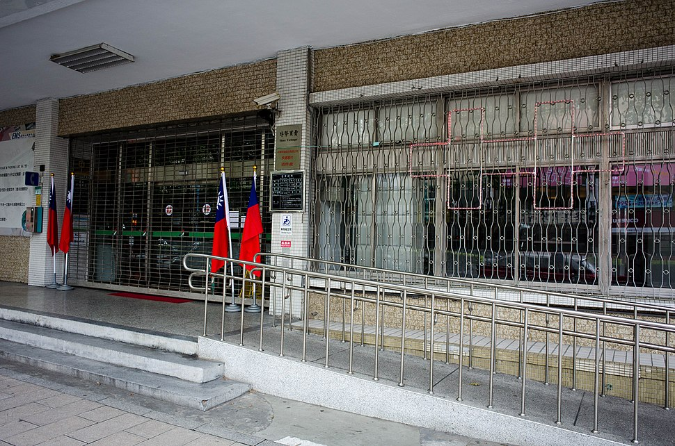Closed Minsheng Post Office with Flags of th Republic of China and Double Ten Light 20141012
