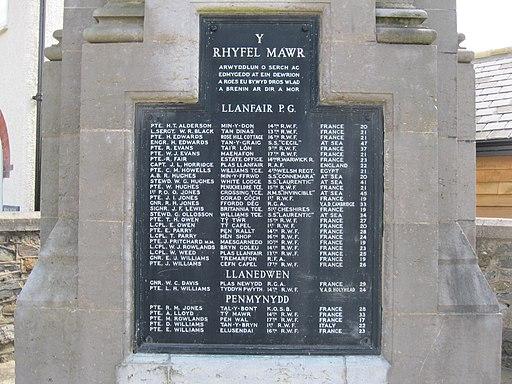Cofeb ryfel Llanfairpwll War memorial (geograph 3172615)