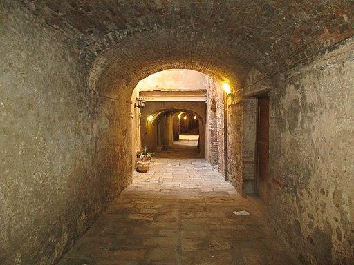 Colle Val d'Elsa, vicolo del centro storico-