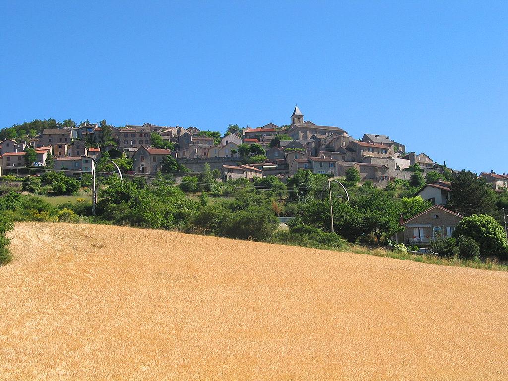 Le village médiéval vu de la vallée du Tarn.