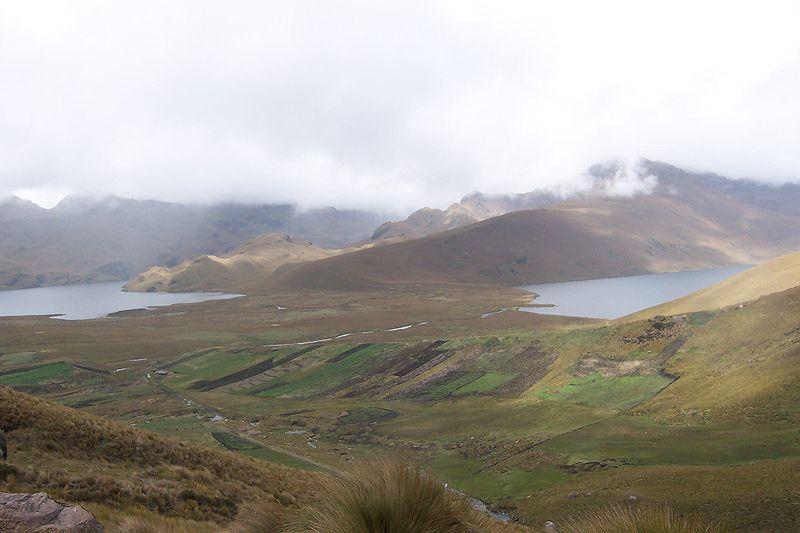 File:Complejo de lagunas de Ozogoche.jpg