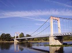 Cosne-Cours-sur-Loire - Pont et vol d'oiseaux.jpg