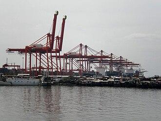 Tondo, Manila - Manila North Harbor and slum settlements