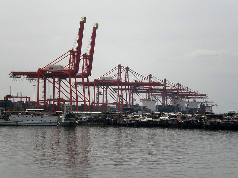 File:Cranes and Squatters at Manila North Harbor.JPG