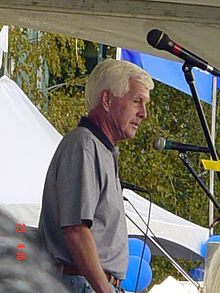 Dave Duffield addressing Peoplesoft, 2005.jpg