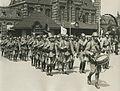 De detachementen van het eerste en het negende Regiment Infanterie uit Assen bij – F40663 – KNBLO.jpg