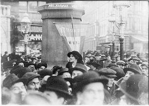 Vira Boarman Whitehouse - Image: Dec 1913 Mrs Norman Whitehouse making street speech for suffrage