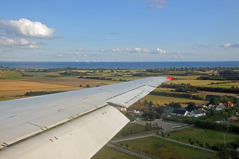 File:Denmark 0008 - Landing in Copenhagen (view original to see wind turbines).jpg
