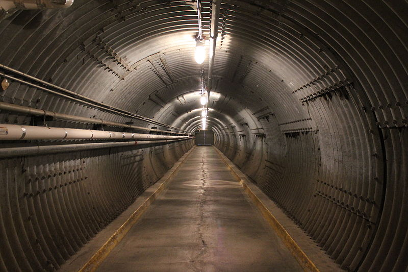 File:Diefenbunker Tunnel.JPG