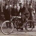 Dominique Lamberjack, au kilomètre de Dourdan 1903 (alors recordman du monde, sur Griffon aux pneus Wolber).jpg