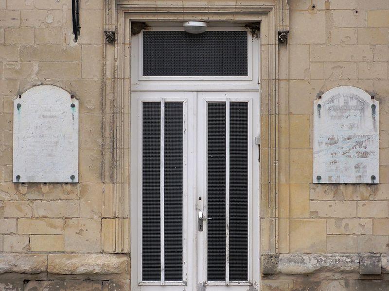 Dommiers (Aisne) plaques Societé coöperative de reconstruction sur la mairie