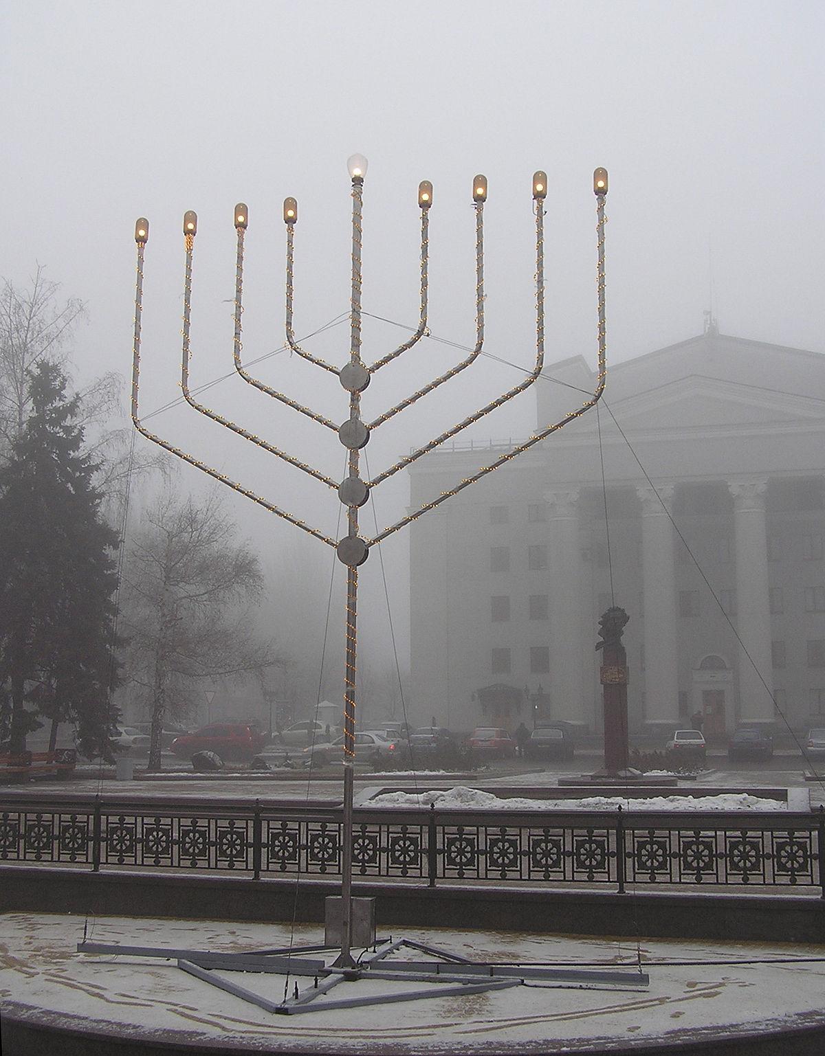 Public menorah - Wikipedia