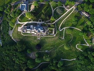 Schloss Drachenburg - Image: Drachenburg mit Park, Senkrechtaufnahme
