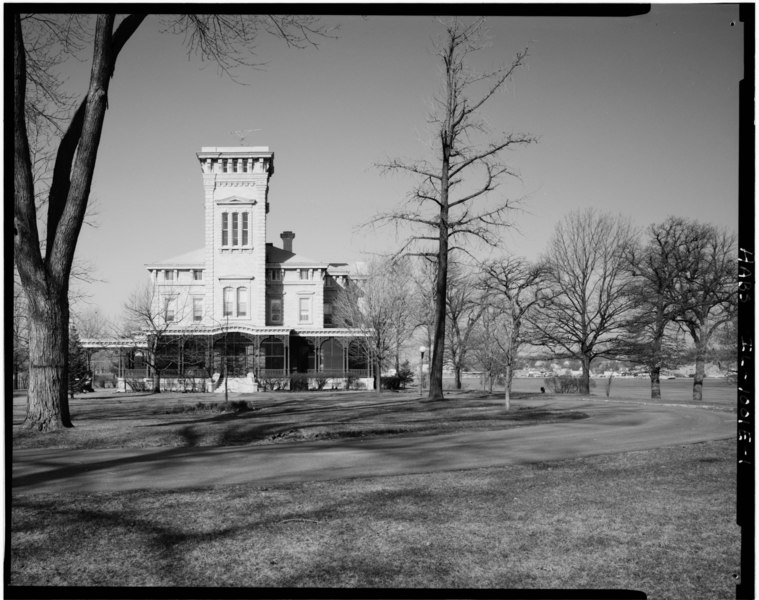 File:E (front) elevation, shown in context; looking W. (Ceronie) - Rock Island Arsenal, Building No. 1, Gillespie Avenue between Terrace Drive and Hedge Lane, Rock Island, Rock HABS ILL,81-ROCIL,3-1-1.tif