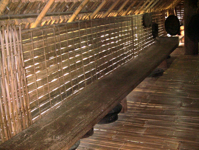 Tập tin:E De long house bench.png