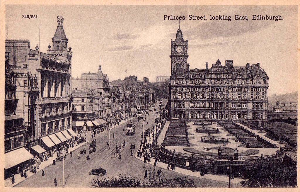 File:Edinburgh. Princes Street, looking East.jpg - Wikipedia