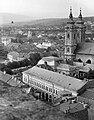 Eger, kilátás a Liceum teraszáról, előtérben a Dobó István tér, a Városi Tanács (Önkormányzat) és a Minorita templom. Fortepan 20957.jpg