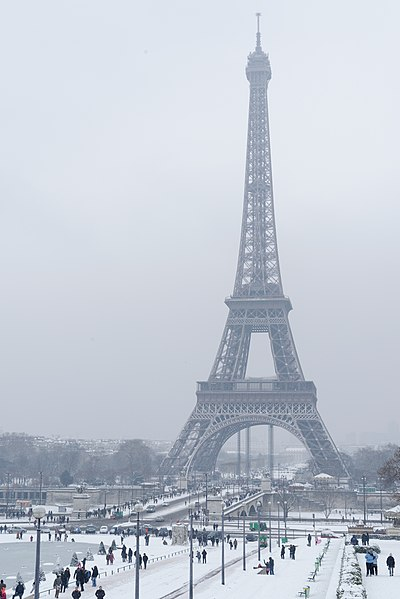 Pierre Coran (né en 1934)  400px-Eiffel_Tower_under_snow_from_Palais_de_Chaillot_2013-01-20_n02