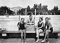 Emberek a medence szélén, Palatinus strandfürdő. Fortepan 9849.jpg